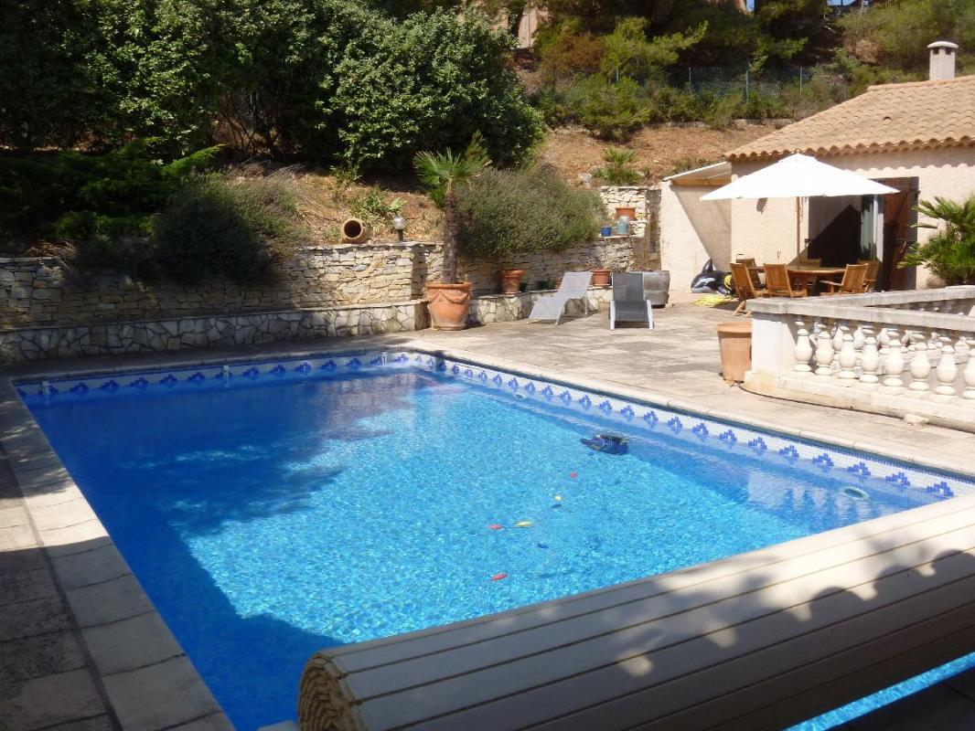 Acheter a vendre villa compos e de 2 appartements avec for Camping cote bleue avec piscine