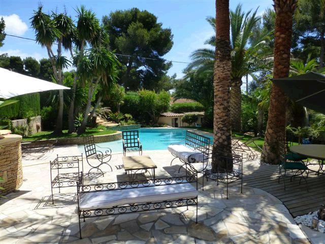 Acheter propriete d 39 exception villa t7 piscine cuisine d for Cuisine d ete piscine