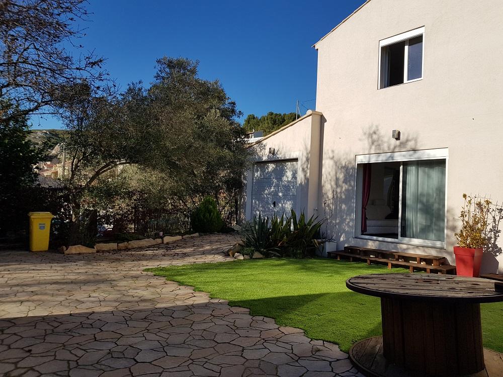 Maison mitoyenne par le garage avie home - Plan maison jumelee par le garage ...