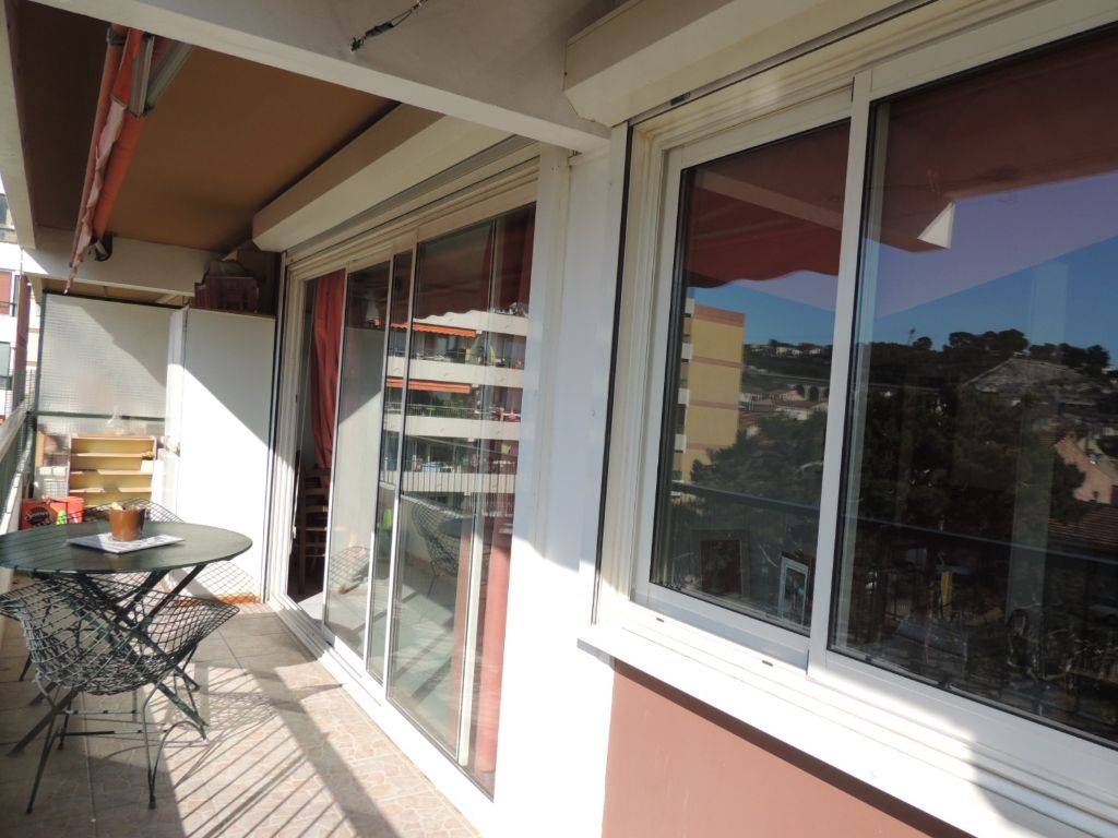 marseille acheter appartement t5 f5 estaque terrasse parking et belle vue mer cabinet canovas. Black Bedroom Furniture Sets. Home Design Ideas