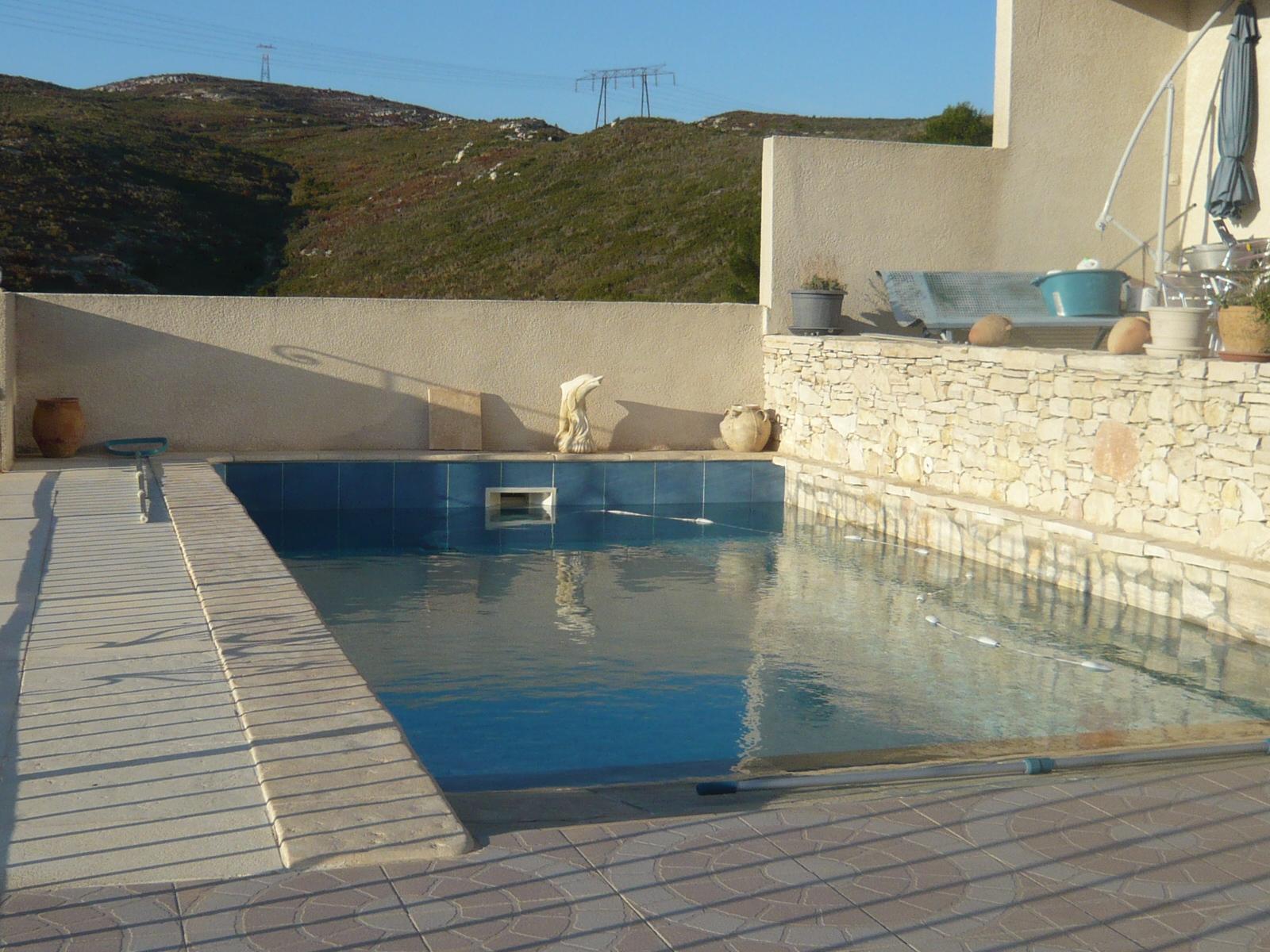 06d946502b5cf8 Vente Villa traditionnelle T4 Marseille 13016 Hauteurs de l Estaque 16ème 2  appartements T3 + loft. Grand garage. Piscine. Vue mer !
