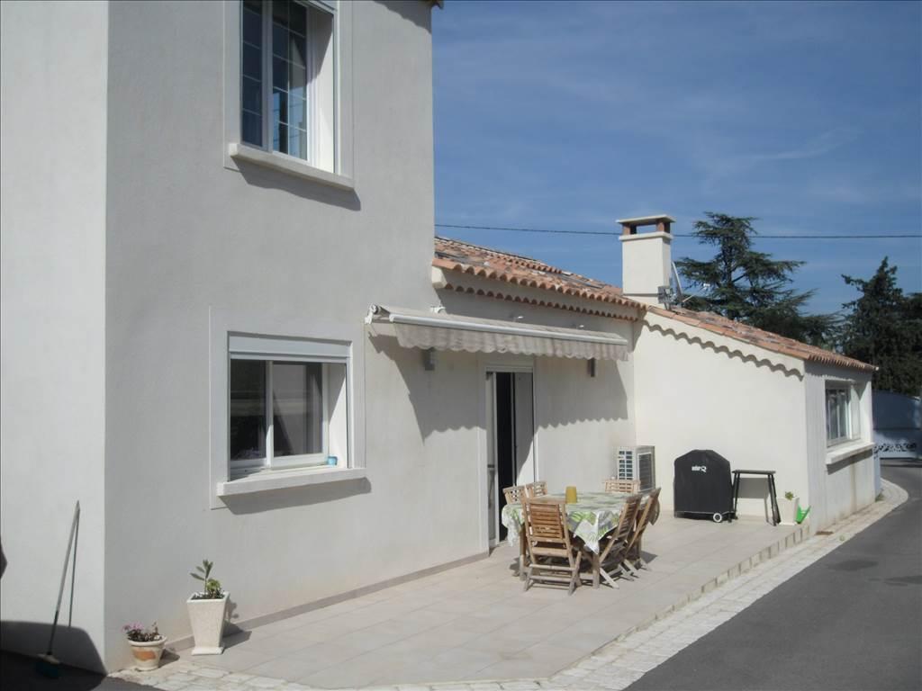 Vente Villa de Type 6 à vendre sur terrain de 1000m² secteur PAS DES LANCIERS