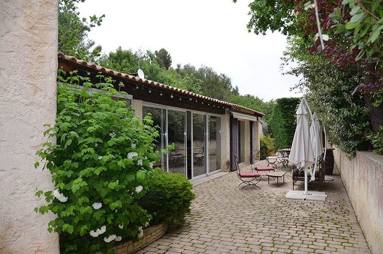 Vente Villa T6 Mimet, piscine, terrain arboré, spa, tres belles prestations
