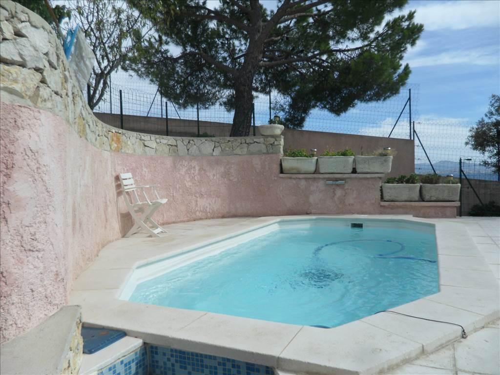 Acheter maison vendre calanque de niolon avec vue sur for Acheter maison avec piscine