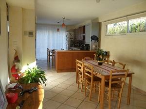 Vente villa T4 Sausset les Pins séjour lumineux et terrain arboré