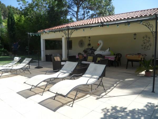 Vente Propriété T10 Entre les Pennes Mirabeau et Saint Victoret  Entièrement rénovée avec Grand terrain arboré de 7000 m² piscine et dépendances