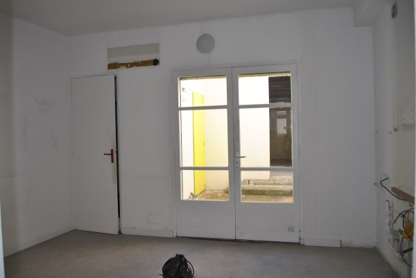 Vente Local Commercial T3 Saint Henri local avec appartement au premier étage