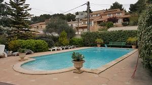 Vente Villa 2 appartements T7 13820 Villa deux appartments de type 3 120 et 95m². Garage, piscine, au fond d'une impasse