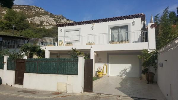 Vente villa contemporaine 2 appartements avec piscine et grand sous-sol T5 13740 les hauts du rove