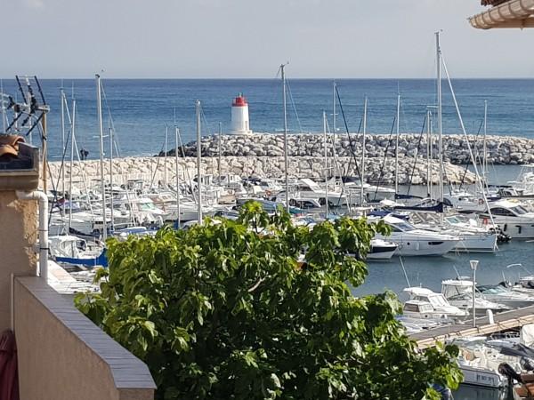 Vente idéalement situé vue port  proximité mer et commerces T1 13960 centre ville