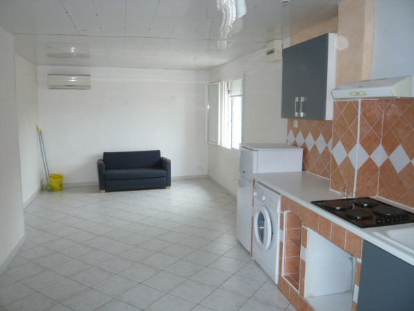 Appartement T2 LE ROVE Vue collines