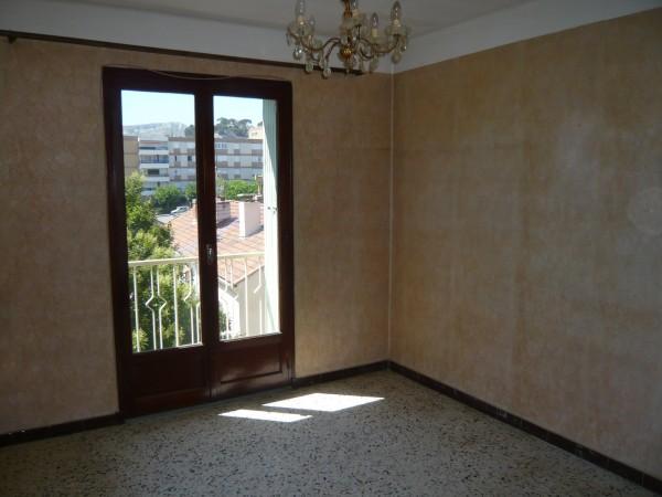 Appartement T3 Marseille (13016) L'Estaque Résidence recherchée. Dernier étage. Calme.