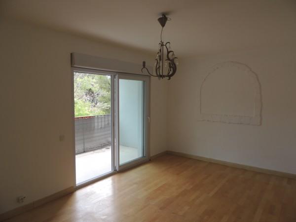 Appartement Type 3 dans petit immeuble au calme avec terrasse. LE ROVE